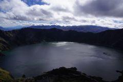am Morgen herrscht eine windige Stimmung - Sicht über die Lagune zu den Illinizas (wo wir vor rund 4 Wochen oben standen)..