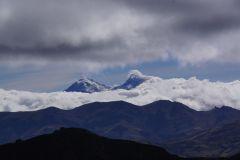 links: Illiiza Norte, rechts Illiniza Sur
