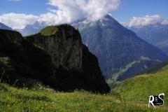 der Bristen in Wolken gehüllt - er markiert quasi den südlichen Taleingang zum Maderanertal