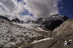 am Gletscherrand unterwegs zur Cavardirashütte