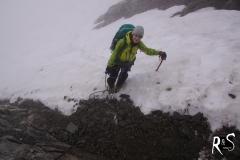 unterhalb des felsigen Gipfelaufbaus des Oberalpstocks