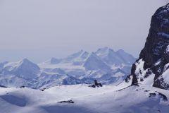 Sich vom Chindbettipass auf den höchsten schweizer Berg (ganzheitlich in der Schweiz): Der Dom in der Mischabelgruppe