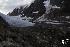 Bereits am Einstieg zum Anunggletscher, hinten gegenüber der Langgletscher, der zur Lötschenlücke führt.