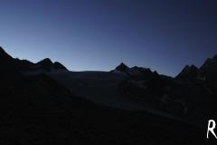 Am Morgen früh begeben wir uns auf den SIlvrettagletscher - langsam erwacht ein neuer Tag!