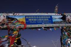 Der zweite Pass an diesem Tag: Larung La 5050m! Uns ging fast die Puste aus, unakklimatisiert wie wir waren!