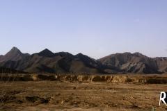 Tibet liegt durchschnittlich auf über 4500m. Das Hochplateau kennzeichnet sich mehrheitlich durch steppenartige Landschaften aus.