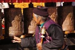 Gebetsmühlen werden fast ständig in Bewegung gehalten, nicht etwa nur für sich selber, sondern für das Wohl aller fühlenden Wesen auf dieser Erde!