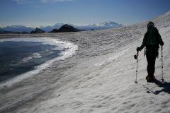 Zwischen Lenkerstrubel und Mittelgipfel entsteht im Sommer ein kleiner Gletschersee...