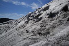 Im steilen Abstieg auf dem Wildstrubelgletscher