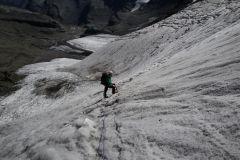 Sarah im Gletscherabbruch