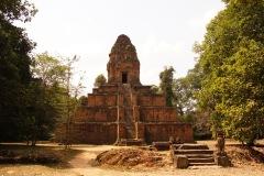 Baksei Chamkrong - da wartet die erste Kletterpartie - die alten Khmer mochten es gerne steil, zudem sind die Stufen gewöhnlich nur schmal!