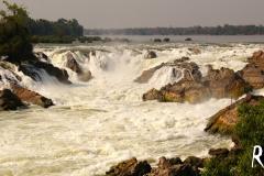 In Laos angekommen! Kurz nach der Grenze die Wasserfälle Khong Phapheng..