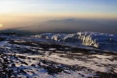 im Hintergrund sind die Usambara Mountains zu sehen - deren höchste Erhebung sich auf ca. 2400m