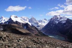 Cerro Solo - Cerro Torre - Cerre Egger - Cerro Standhardt und hinter der Wolke Cerro Fitz Roy