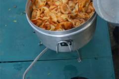 el menu del dia: tortellini con salsa de tomate y queso!