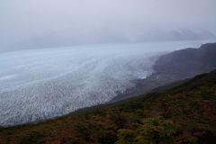 Glaciar Grey nimmt im Nebel langsam Gestalt an