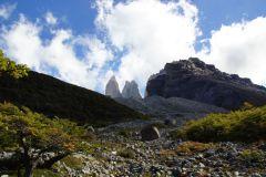 plötzlich lichtet sich im Campamento Torres während des Zeltaufbaus der Himmel