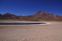 Laguna Miñiques mit dem Vulkan Miñiques