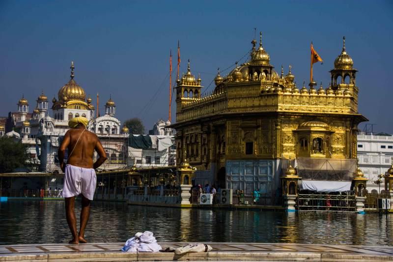 ein sporadisches Ritual für einen Sikh - das stärkende Bad im Nektar des Lebens