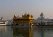 morgen früh am Golden Tempel, und bereits Hunderte von Pilger stehen auf der Brücke, vor dem Betreten des Goldenen Tempel