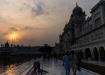 eindrücklichste Atmosphäre bei Sonnenuntergang beim Runden drehen im Harmandir Sahib