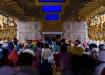 eine Stunde stehen wir geduldig in der Menschenmenge, um im Innern des Goldenen Tempels das Tor zum Guru betreten und die betenden und musizierenden Sikhs sehen zu können..