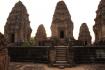 Östlicher Mebon - dieser Tempel wurde auf einer Insel (Mebon = Inseltempel) errichtet, mitten auf dem östlichen Baray, auf einem riesigen, künstlich angelegten Wasserreservoir