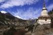 Nach Manang gelangen wir verschiedene Mal an Mani-Mauern und kleinen Stupas vorbei.