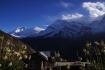 Ausblick von Gunsang: Zu sehen sind Annapurna IV (links) und die 7555m hohe Annapurna III
