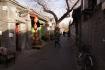 In den Gassen des alten Beijings genannt Hutong. Die Gassen des Quartiers Hutong beherbergen alte, traditionell chinesische Häuser.