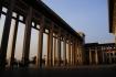 Der imposante Aussenhof des chinesischen Nationalmuseums am Platz des himmlischen Friedens