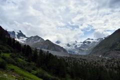 Blick auf die gigantische linke Seitenmoräne des Vadret da Tschierva im hinteren Val Roseg