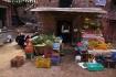 Wie überall in Nepal wird das Gemüse am Strassenrand verkauft..