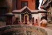 Tempel und die betenden Menschen