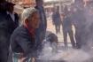 Opfergaben - gut duftende Kräuter und Räucherstäbchen werden verbrannt.