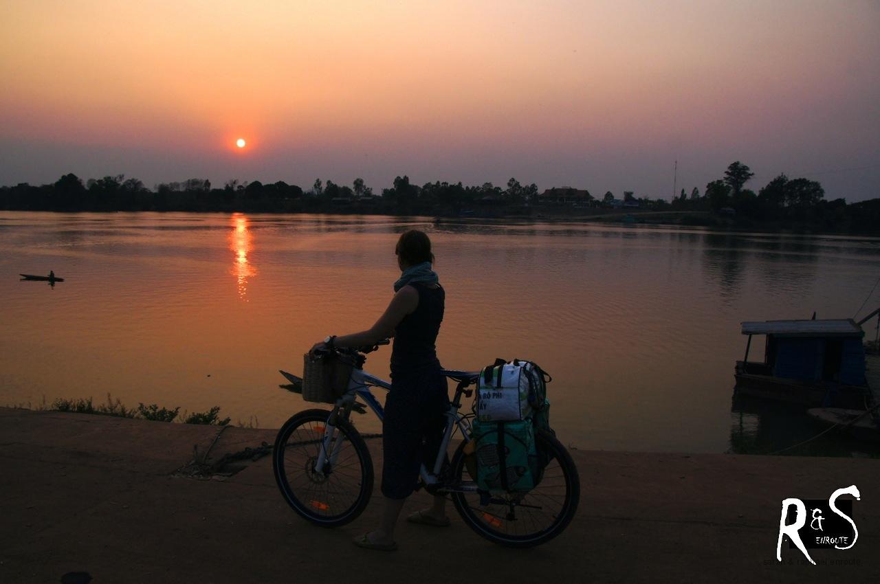 Sonnenuntergang - die Insel Don Khong im Hintergrund!