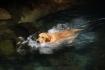 Sämi schwamm genüsslich mehrmals halb in die Höhle hinein..