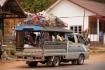 Sorngtaaou - lokales Fortbewegungsmittel in Laos mit zwei seitlichen Bänken und beinahe uneingeschränktem Gepäckraum auf dem Dach