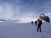 nach gut einer Stunde sind wir vom Le Dôme abgestiegen und bewegen uns nun auf dem verschneiten, daher spaltentechnisch schwierigen Gelände des Glacier des Diablerets