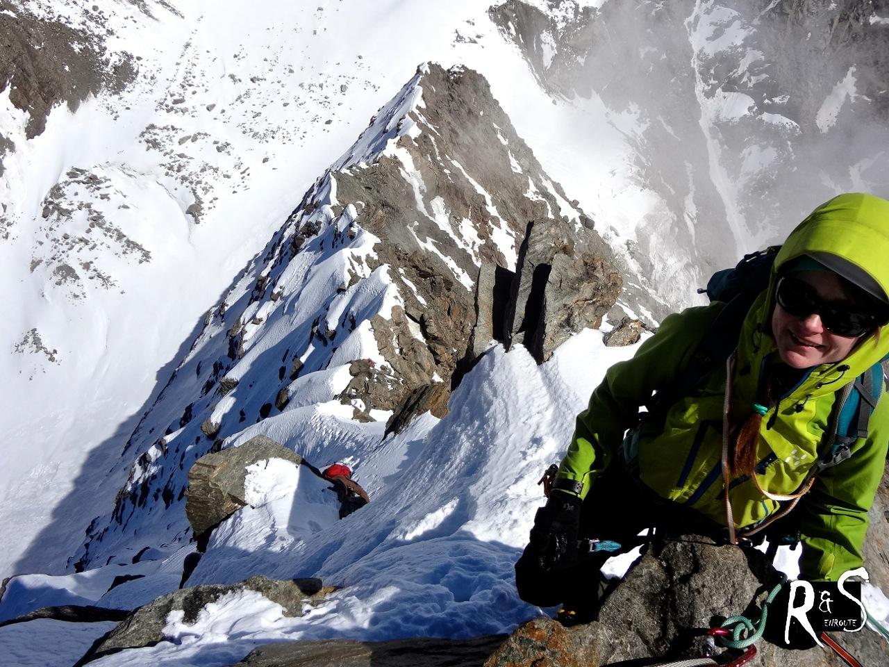 Blick auf die zurückgelegte Kletterei auf dem Nordgrat des Lagginhorns. Klicke um das Bild in einem neuen Fenster zu vergrössern.