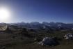 Die höchsten Berge des Himalaya liegen exakt auf der nepalesisch-tibetischen Grenze: und voilà, die Sicht dazu.