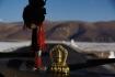 Die Solar-Gebetsmühle auf dem Armaturenbrett drehte während der ganzen Reise unermüdlich...