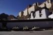 Shigatse-Dzong - fast alle Städte rund um Lhasa besitzen eine Festung (Dzong), worin früher die Distriktregierungen ihr Amt ausführten.