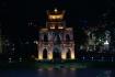 Ngoc Son Tempel auf einer kleinen Insel mitten auf dem kleinen Hoan Kiem Lake, im historischen Zentrum Hanois gelegen.