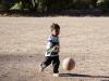 Bub am Fussball spielen..