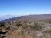 Tag 3: Wir laufen einen Akklimatisationswalk zum Lava Tower auf gut 4600m ü.M. Sicht zurück zum Shira Ridge.. im Hintergrund ist der Mount Meru zu sehen