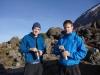 Roland und ich beim Morgentee - Tag 5 beginnt - Aufstieg zum Barafu Camp (Barafu bedeutet Eis)..