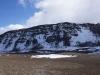 Beim Aufstieg zum Ash Pit (hier vis-à-vis ist der Uhuru Peak zu sehen). Ca. in der Mitte sieht man ganz fein das Gipfelschild des Kino (genannt UHURU PEAK, was soviel wie Freiheitsspitze bedeutet)