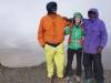 """Sarah erreicht mit Guide Richard und Mgeressa und einem weiteren Träger den Ashpit auf gut 5800m während Roland und ich ziemlich """"dizzy"""" von Kopfschmerzen und Roland von Übelkeit geplagt im Zelt liegen..."""