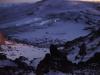 ...etwas nach 04.00Uhr halte ich die Kälte im Zelt nicht mehr aus und gehe raus - der Schneefall hat alles in Weis gedüncht .. es ist rund minus 20 Grad - hier sind wir bereits im Aufstieg - das technisch weitaus schwierigste Stück der Expedition - durch tiefen Schnee steigen wir in ca. 30-grädigem Gelände direkt auf den Gipfel hoch